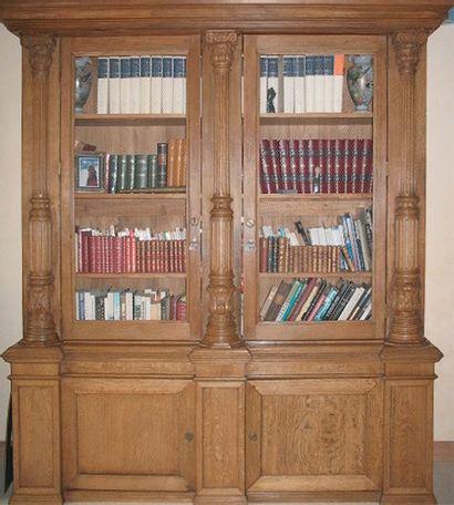Importante bibliothèque en chêne blond mouluré...