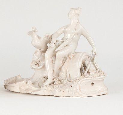 """ORLEANS Groupe, """" Diane """", XVIIe siècle. Porcelaine tendre. Assise sur un tertre..."""