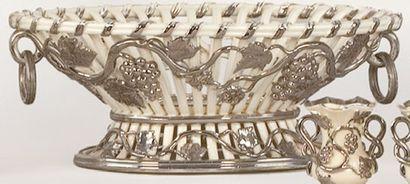 Coupe à fruits ovale, vers 1850. Modèle blanc...