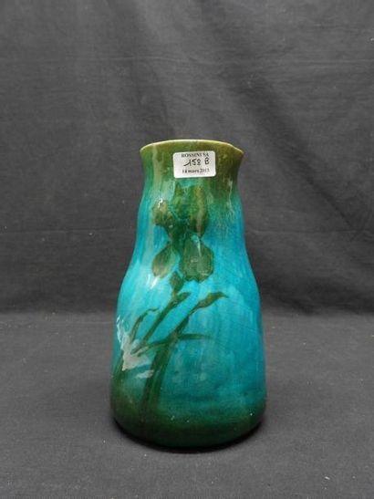 Vase à décor d'iris. 25,7cm