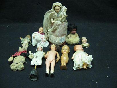 Lot de poupées de bazar. Huit pièces
