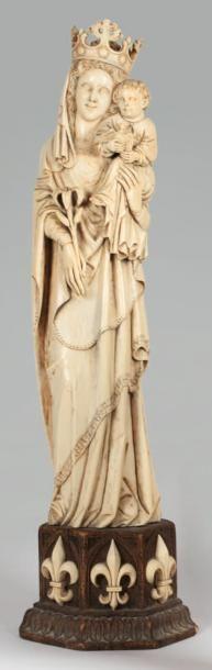 Grande Vierge en ivoire sculpté néo gothique...