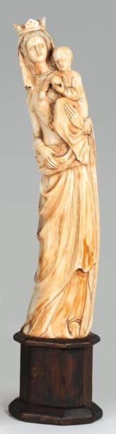 Vierge à l'Enfant en ivoire sculpté du XIXe...