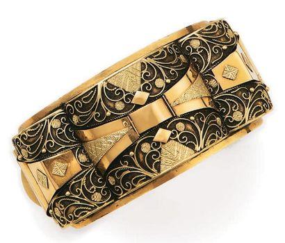 Large bracelet rigide ouvrant en or de deux...