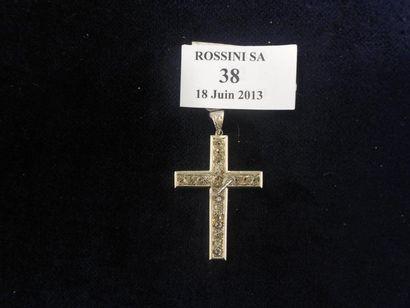 Croix pendentif en platine, sertie de diamants...