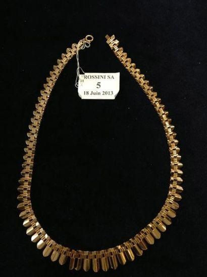 Collier draperie en or jaune à décor de palmettes...