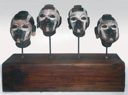 DAMAS Marie-Laure, née en 1980 Guerriers Sculpture en céramique raku, signée, Haut.:...