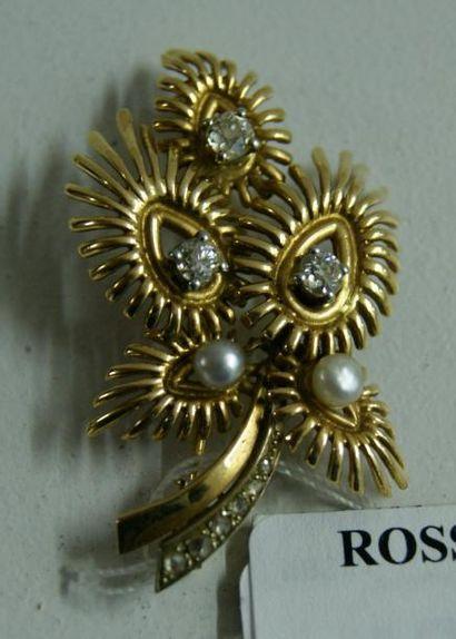 Broche fleur en or jaune et platine, partiellement...