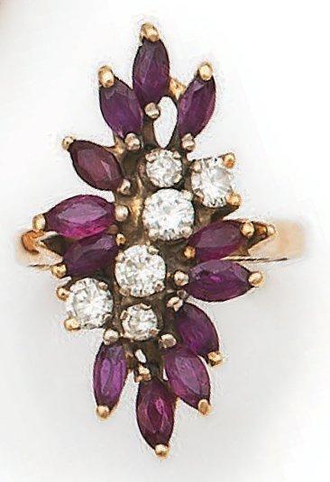 Bague fleur en or jaune, sertie de six diamants...