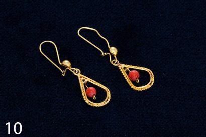 Paire de boucles d'oreilles en or jaune composée...