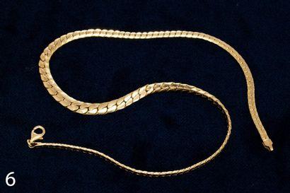 Chaine en or jaune avec pendentifs.  26,5...