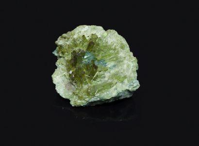 Très jolie et rare VESUVIANITE vert clair...