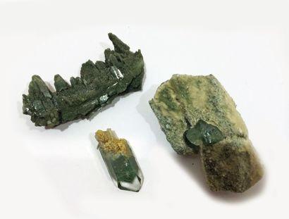 Lot de quatre petits minéraux alpins français:...