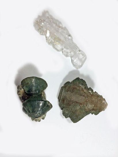 Lot de trois petits minéraux alpins: petit...