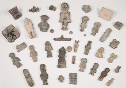 Petite collection constituée de 22 statuettes...