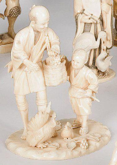 Okimono en ivoire représentant un paysan...