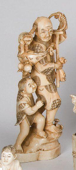 Okimono en ivoire représentant un montreur...