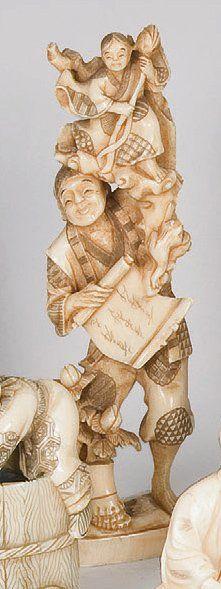 Okimono en ivoire marin figurant un Sennin...