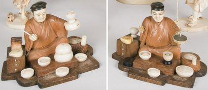 Deux okimono en bois et ivoire, représentant...