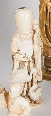 Sujet représentant Jurojin tenant le rouleau...