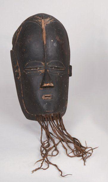 Ancien masque de style, en bois, représentant...