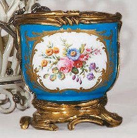 SAMSON, vers 1865-1880. Pot en porcelaine...
