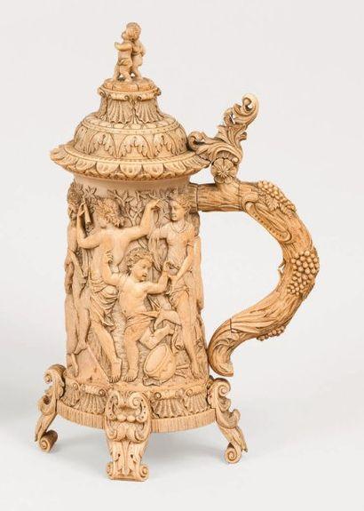 Superbe Vidrecome en ivoire sculpté du XIXe...