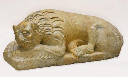 Lion en marbre de Vérone sculpté. Il est...