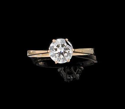 Bague en or jaune sertie d?un diamant demi-taille....