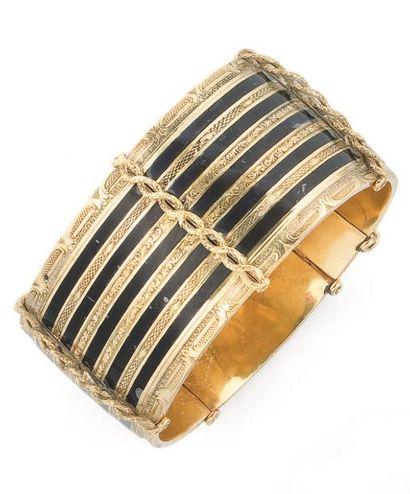 Large bracelet rigide articulé à décor de...