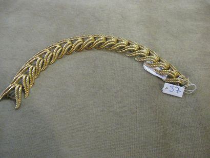 Bracelet en or jaune formé de maillons fantaisies....