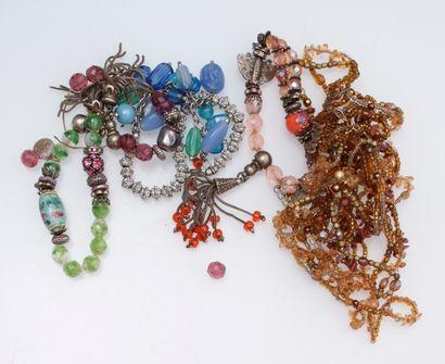 Un fort lot de bijoux fantaisie