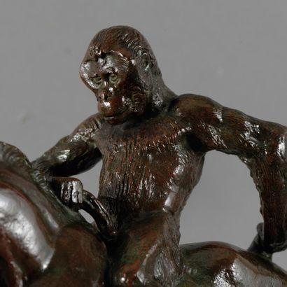 Antoine Louis BARYE Singe monté sur un gnou Groupe en bronze à patine brune nuancée...