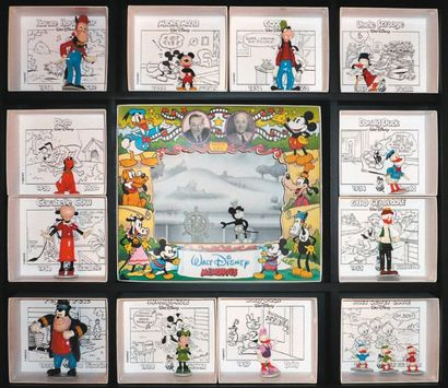 PIXI Disney Vitrine comprenant 13 boîtes...