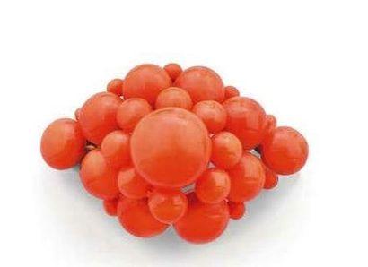 Broche de forme losangique formée de boules...