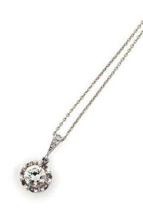 Pendentif en or gris serti d'un diamant demi...