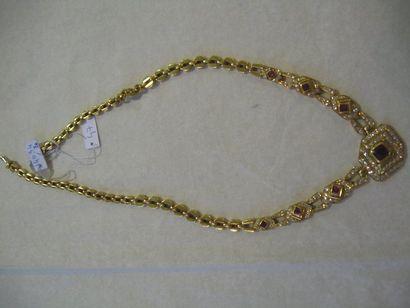 Collier en or jaune orné de motifs losangiques...