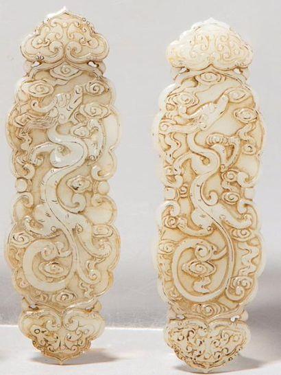 Deux pendentifs en jade céladon, en forme...