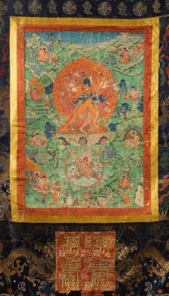Grand thangka peint en polychromie et or...