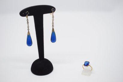 Lot composé d'une paire de pendants d'oreilles...
