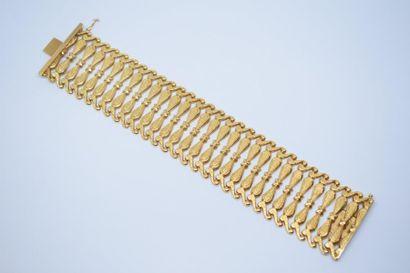 Bracelet souple en or jaune 18K (750) formé...