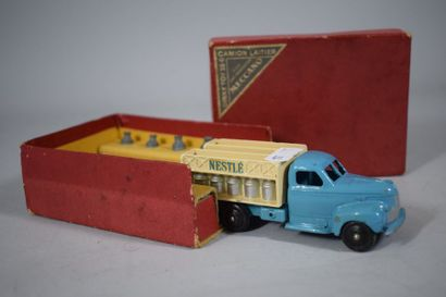 DTF : Camion laitier STUDEBAKER, complet...