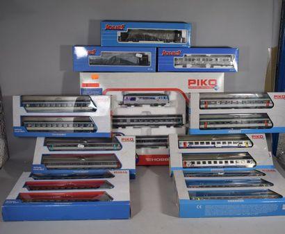 PIKO - JOUEF : 10 boites de voitures voyageurs...