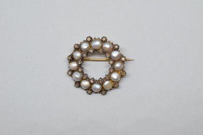 Broche en or jaune 18k (750) formé d'un anneau...