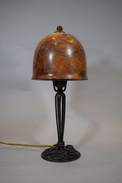 Edgar BRANDT (1880-1960)  Lampe de table...