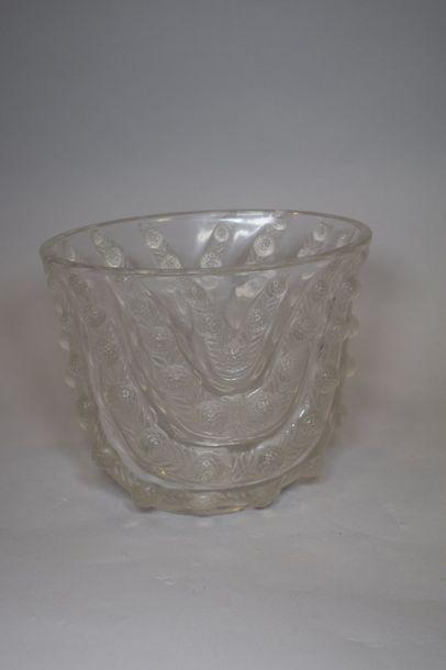 René LALIQUE (1860-1945)  Vase « Vichy »...