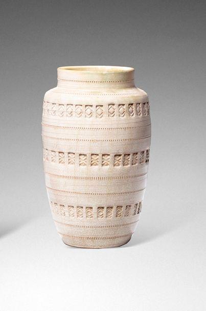 Jean BESNARD (attribué à)  Vase en céramique...