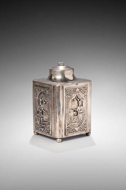 Boîte à thé en argent, de forme rectangulaire,...