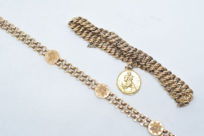 Lot de deux bracelets l'un en or jaune 18k...