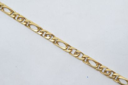 Bracelet en or jaune 18k (750) à maille alternée....